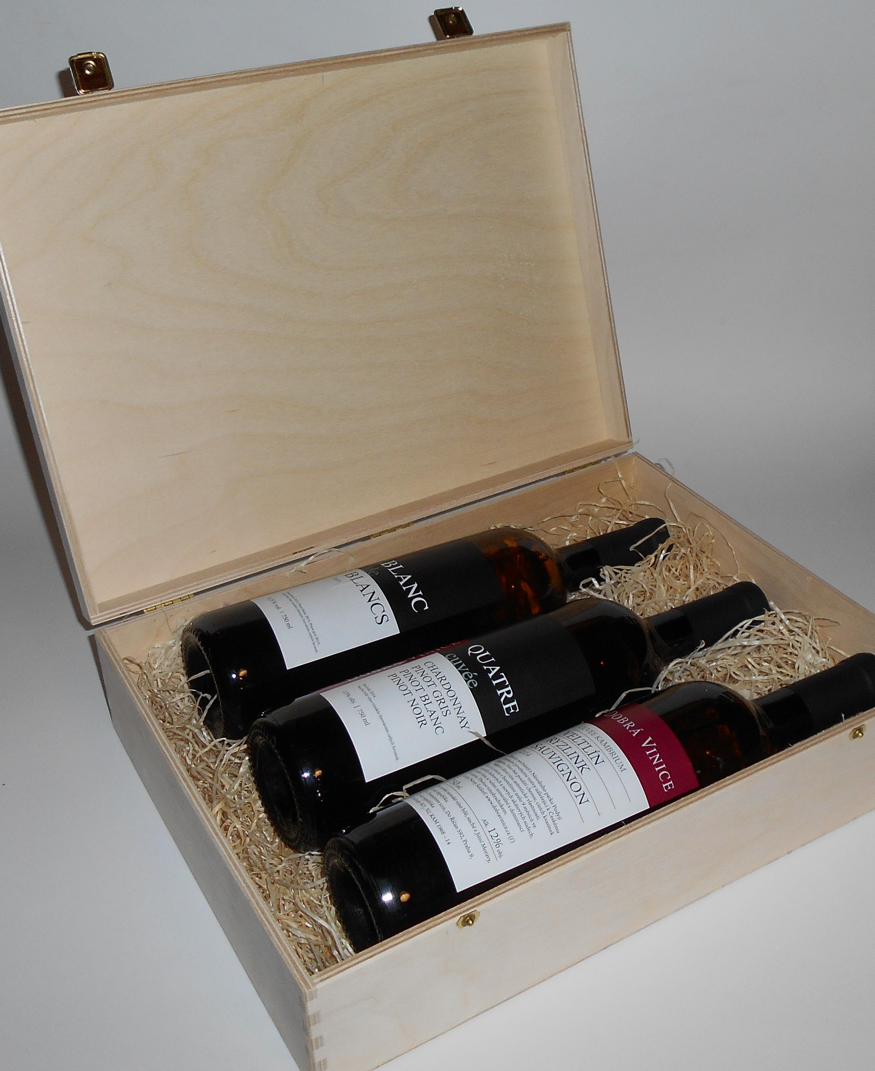 3 lahve vína z vinařství DOBRÁ VINICE v dřevěné kazetě – Blanc de Blancs 2015, Quatre cuvée 2014, Kambrium cuvée 2014