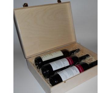3 lahve vína z vinařství DOBRÁ VINICE v dřevěné kazetě – Sauvignon 2012, Kambrium 2014, Veltlínské zelené 2015