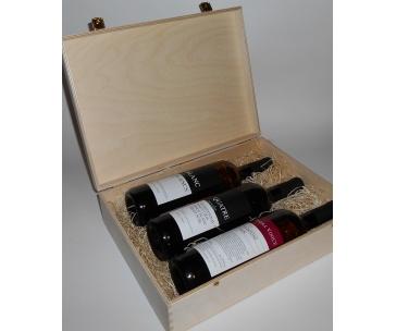 3 lahve vína z vinařství DOBRÁ VINICE v dřevěné kazetě – Blanc de Blancs 2015, Quatre cuvée 2014, Cuvée Národní park 2015