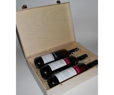 3 lahve vína z vinařství DOBRÁ VINICE v dřevěné kazetě – Andrea natura 2013, Blanc de Blancs 2015, Cuvée Národní park 2015